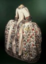 1740-1745 court mantua (Victoria and Albert Museum) back quarter view