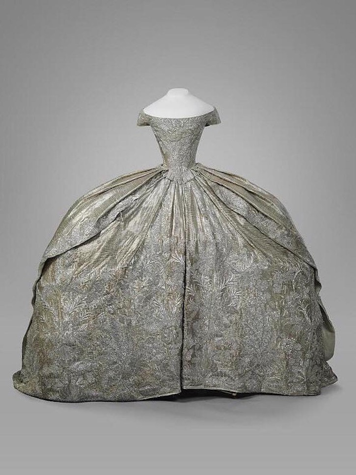 1745 Wedding dress of Catherine II silver brocade embroidered with silver thread, waist size 43 cm From facebook.com/KremlinMuseums/photos/a.688138431228639/2166198316755969/?type=3&theater X 1.5