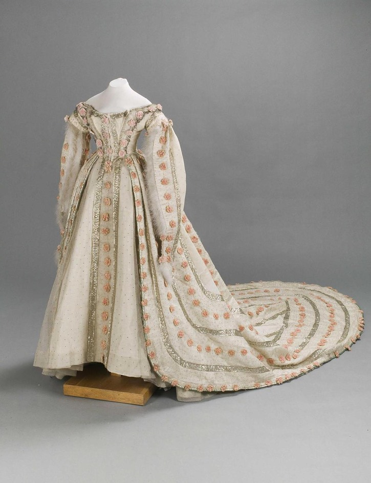 1860s Court dress of Grand Princess Maria Feodorovna From lookingbackatfashionhistory.tumblr.com