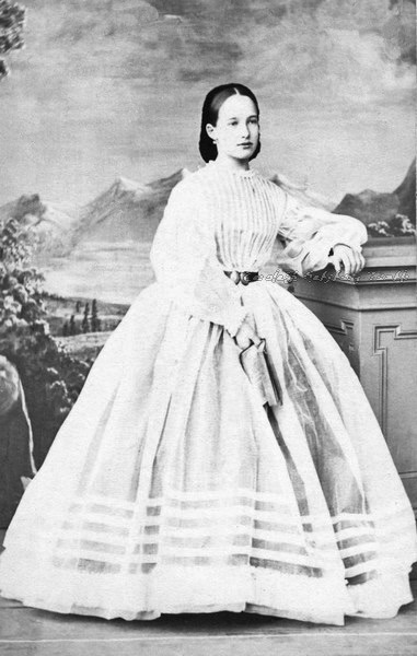 1860s Princess Eugenie Maximilianovna of Leuchtenberg, later Duchess of Oldenburg From jeannepompadour.tumblr.com:post:120172666514:princess-eugenie-maximilianovna-of-leuchtenberg deflaw