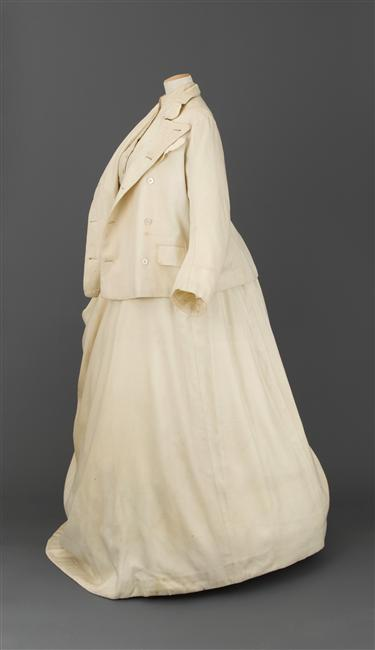1869 Yachting dress worn to Suez Canal opening by Henry Creed & Co., Londres (Château de Compiègne) photo credit - Stéphane Maréchalle 2