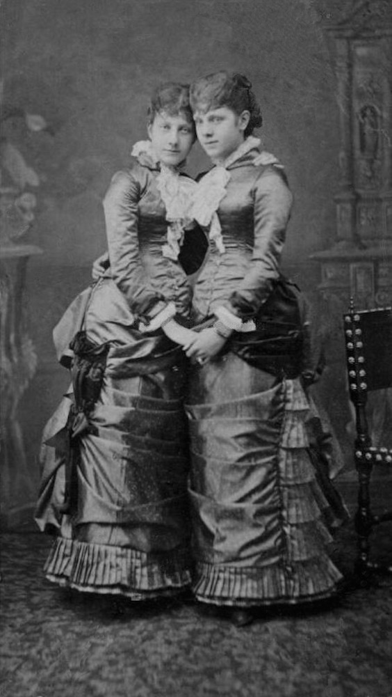 1870s (late) Infantas Maria de la Paz (left) & Eulalia of Spain From carolathhabsburg.tumblr.co::tagged:Royalty:page:71 despot remove print detint X 1.25