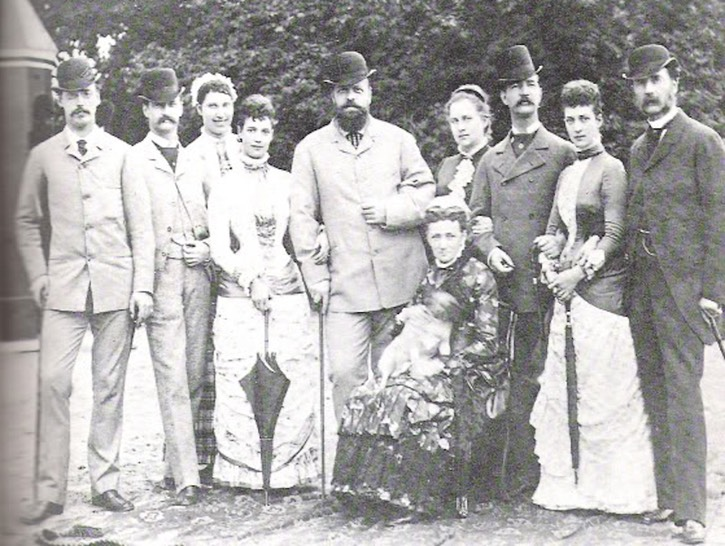 1880 (summer) Valdemar, Freddy, Lovisa, Minny, Alexander, Queen Louise sitting with her dog, Olga, Villy, Alix and Christian IX Posted to forum.alexanderpalace.org/index.php?topic=1599.15 by Zanthia on 23 June 2006 X 1.5