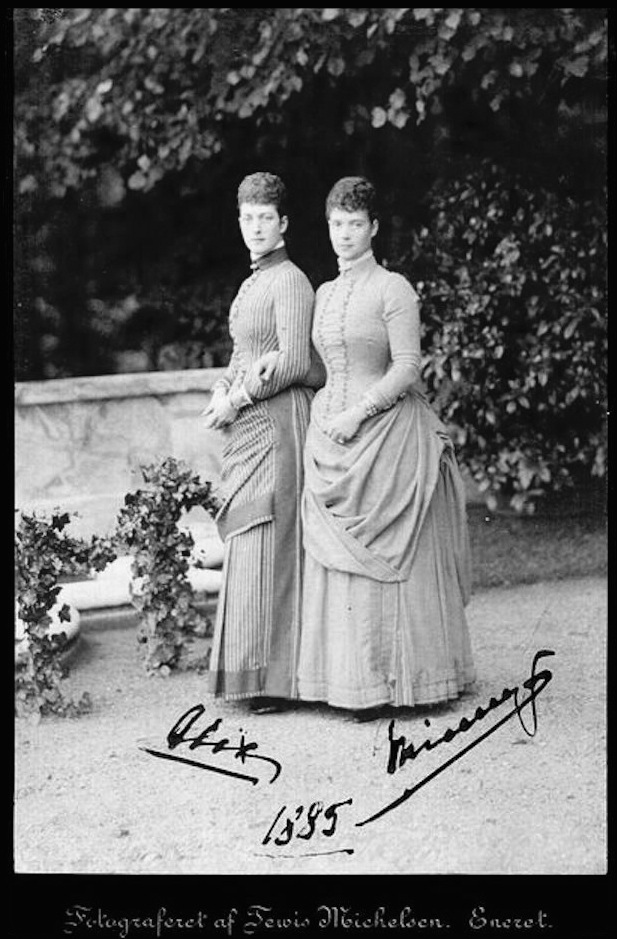 1885 Alexandra and Minnie signed card from ophiedupre.com-stock.php?pageNum_rs_stock=637 X 1.5 detint