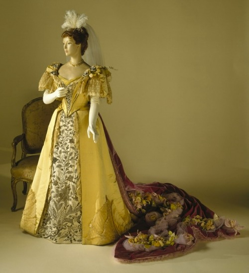 1896 court gown by Worth for Mrs. Robeling
