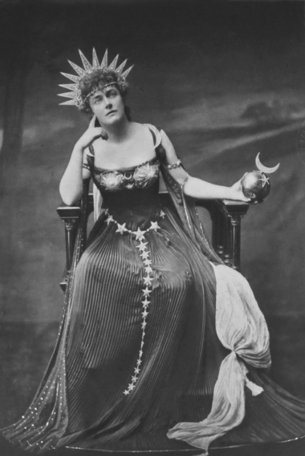 1897 Mary Emmeline Laura, née Milner, Lady Gerard as Astarte, Goddess of the Moon by Mendelssohn, photogravure by Walker & Boutall From foto-history.livejournal.com:4350358.html detint