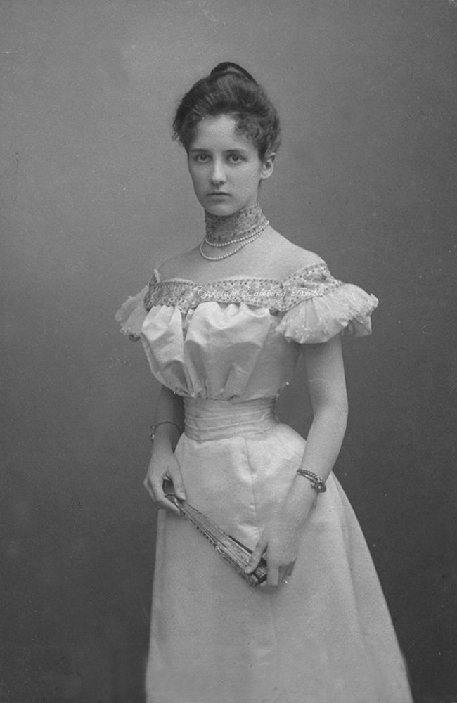 1899 Princess Mathilde of Bavaria, later Princess of Saxe Coburg and Gotha by ? From artnachronism.tumblr.com:post:165110777552:ladylabsinthe-princess-mathilde-of-bavaria detint deprint