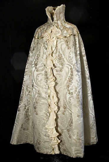 ca. 1900 Worth cape