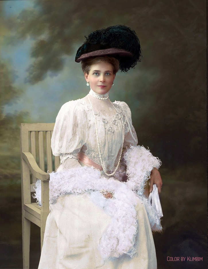 1900s (middle) Zenaida Yussupova by Nadar colorized by klimbims