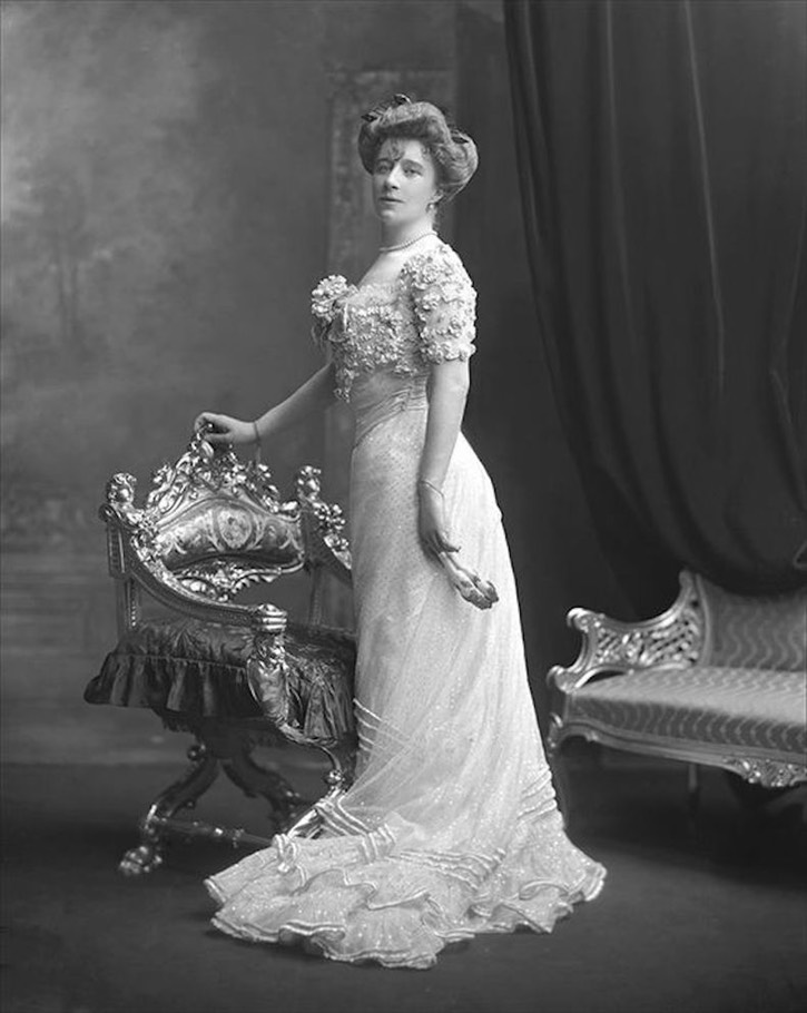1902  Marquesa de Torre Hermosa, née May Mildred Hill Bignold, later Mrs Herbert Maddick by Lafayette Photographic Studios From pinterest.com/maytefcasal/aristocracia-española/ X 140 percent