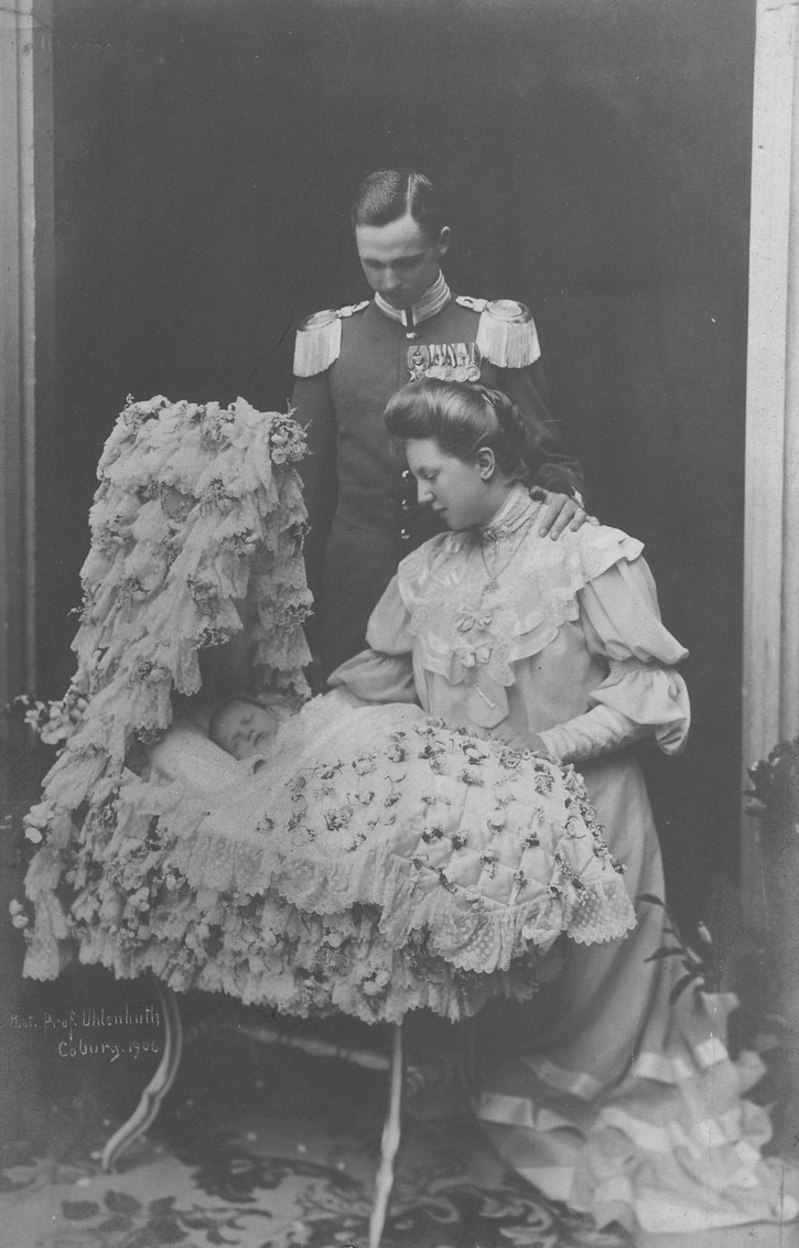 1906 (August) Carl Edward, Duke of Saxe Coburg, with wife, Viktoria Adelheid (née Princess of Schleswig-Holstein) and firstborn son, Prince Johann Leopold From tumblr.com:tagged:saxe-coburg-and-gotha detint