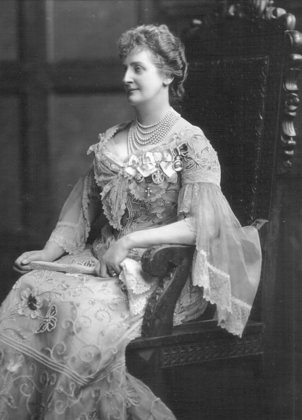 1904 Maud Petty FitzMaurice, Marchioness of Lansdowne by Lafayette Photographic Studios Wp