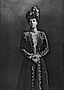 1904 Queen Alexandra wearing a velvet coat
