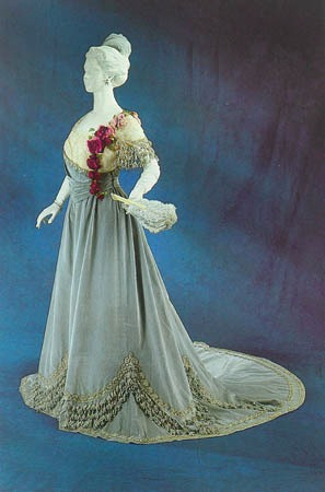 1905 evening dress by Worth