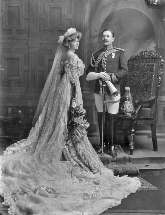 1906 Lady Crofton upon her presentation at Court From pinterest.com:theideallife:aristocracy