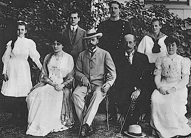1908 Marie d'Orleans Denmarkwith Prince Georg and Princess Marie of Greece APFxkmerov 15Feb06 upper part of left edge and left side of bottom edges fixed and spots removed with Photoshop decolor X1.25 by gogm