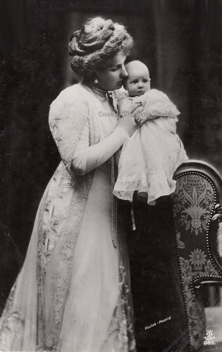 1909 Ena and her daughter Beatriz From carolathhabsburg.tumblr.com/post/100470957447/queen-olga-of-the-hellenes-1880s