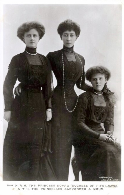 1911 Duchess of Fife, Princesses Alexandria and Maude wearing dark dresses