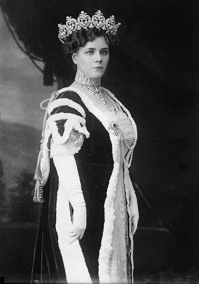 1912 Duchess of Manchester in court dress LC Bain cropped Marks along both sides at bottom stippled using Photoshop