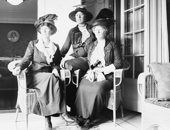 1914 (publication date) photo Countess Grey and Daughters on Vaterland LC Bain collection