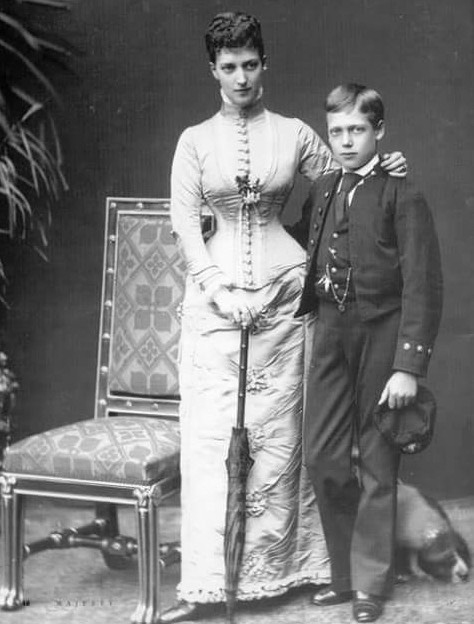 Alexandra and future George V From facebook.com:photo.php?fbid=1515722785398184&set=gm.10153531392210000&type=3&theater detint