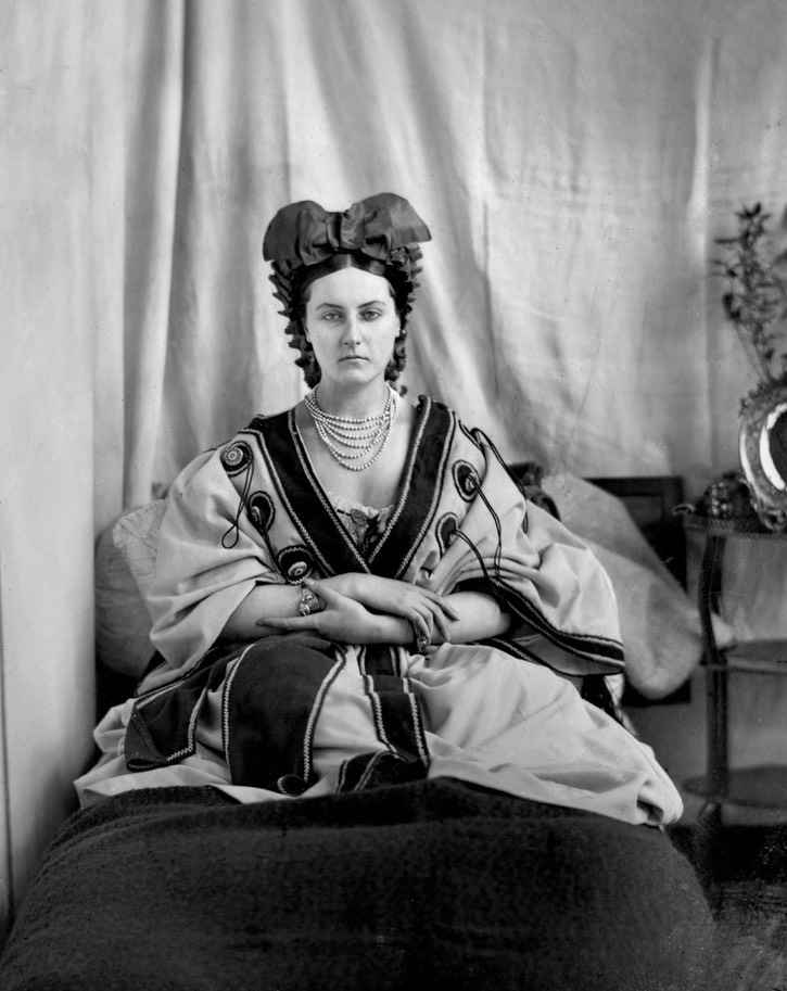 ca. 1865 Unusual coiffure for Countess Castiglione From mashable.com/2016/05/03/virginia-oldoini/?utm_cid=mash-com-fb-retronaut-link#FAcs9.komkq0 detint