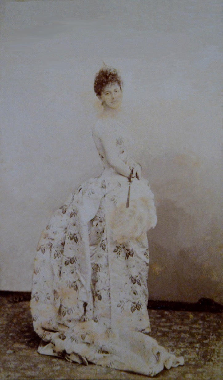 ca. 1887 Countess Greffulhe in silk dress by Nadar From alaintruong.com:archives:2015:11:05:32884275