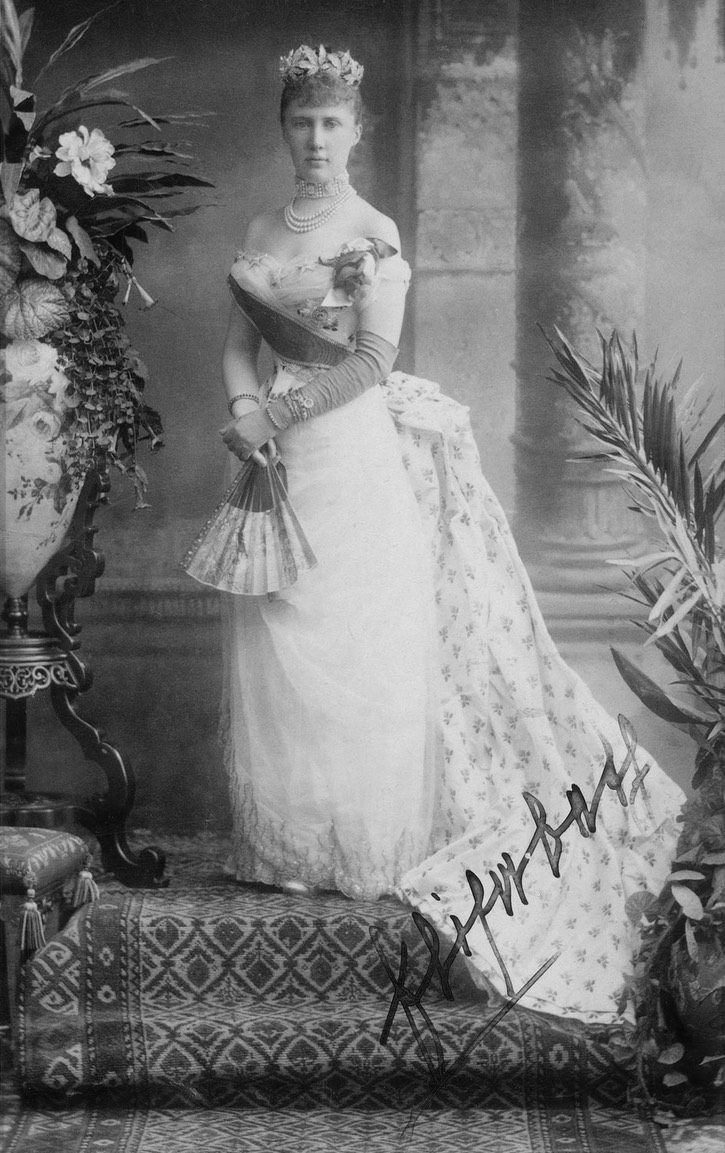ca. 1888 Elizabeth Mavrikievna (Royal Collection) From the lost gallery's photostream on flickr despot