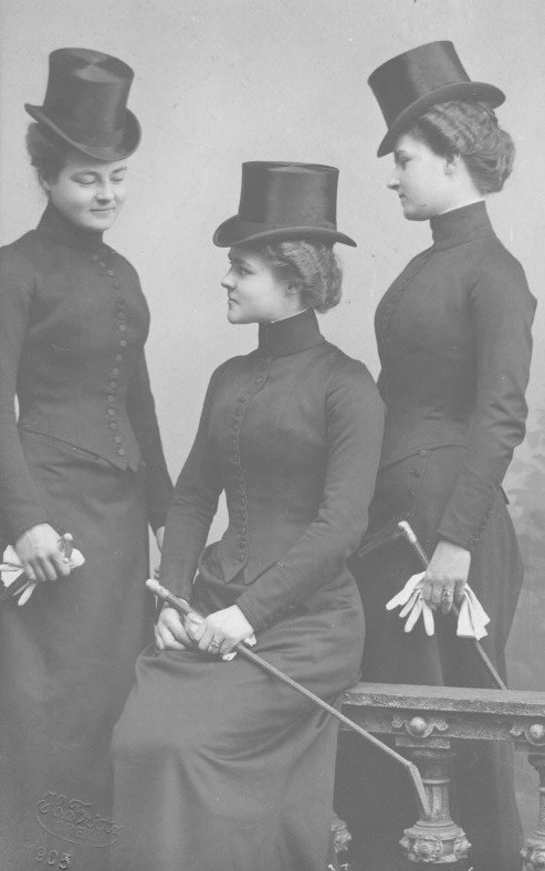 ca. 1900 Princess Hermine Reuss with her sisters Caroline and Emma From pinterest.com:edwardiangaiety:edwardian-royalty