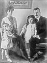 ca. 1912 Victoria Melita with her husband and two daughters From unofficialroyalty.com/princess-victoria-melita-of-edinburgh-and-saxe-coburg-and-gotha-grand-duchess-victoria-feodorovna-of-russia/.jpg