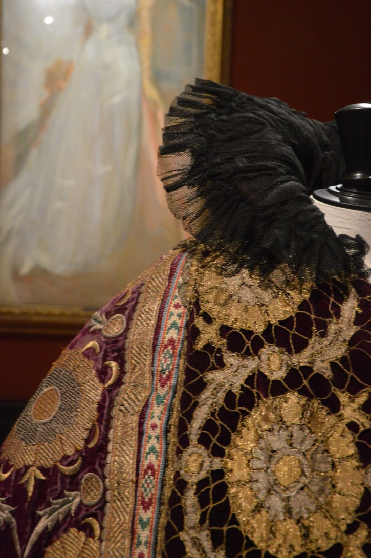 Close up of Countess Greffulhe's cape From alaintruong.com/archives/2015/11/05/32884275