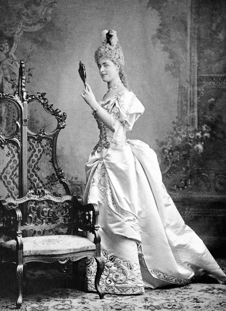 1895 Daisy of Pless in fancy dress From antique-royals.tumblr.com detint