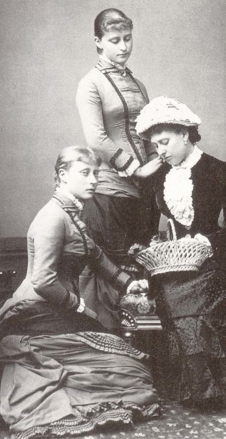 Elisabeth and Victoria of Hesse with their Aunt Beatrice APFxgrandduchess 42 12May06