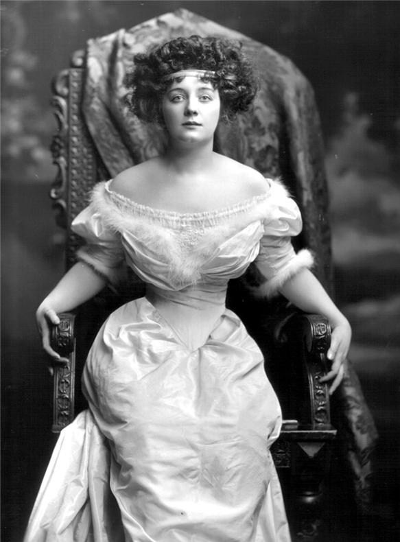 Gladys Ethel Gwendolen Eugenie Sutherst, Marchioness of Townshend from Estoeric Curiousa blogspot of 5Dec10