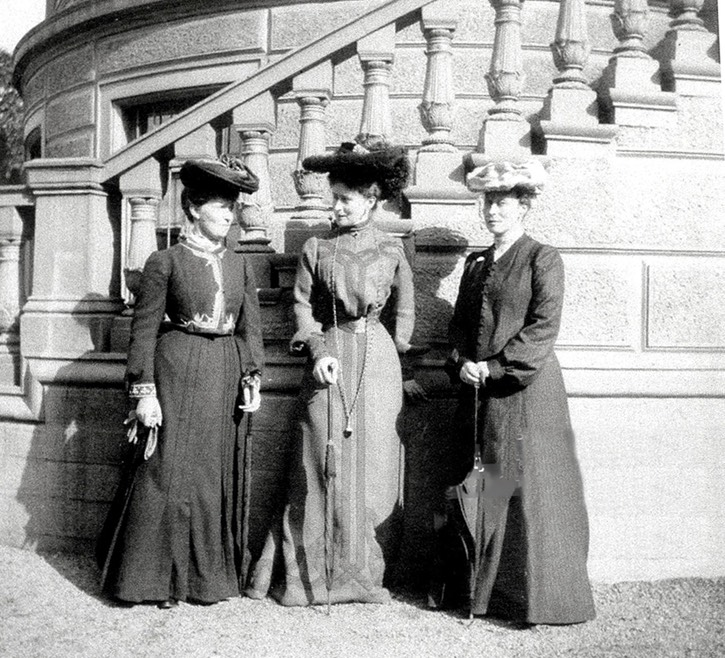 1900 Grand Princess Elizabeth Feodorovna with sisters Princess Irene of Prussia and Princess Victoria of Battenberg. From the-last-tsar.tumblr.com:tagged:elizabeth+feodorovna:page:7