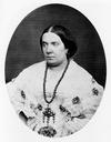 Isabel II oval portrait photograph