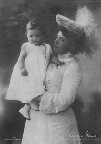 1904 Luise of Austria holding baby fixed edges and spots on face and one spot on skirt with Photoshop