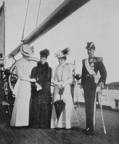 My Sister the Empress, Victoria, Maud and Charles (Haakon), Norway by Queen Alexandra  (Queen Alexandra's Christmas Gift Book Photographs From My Camera - 1908) detint