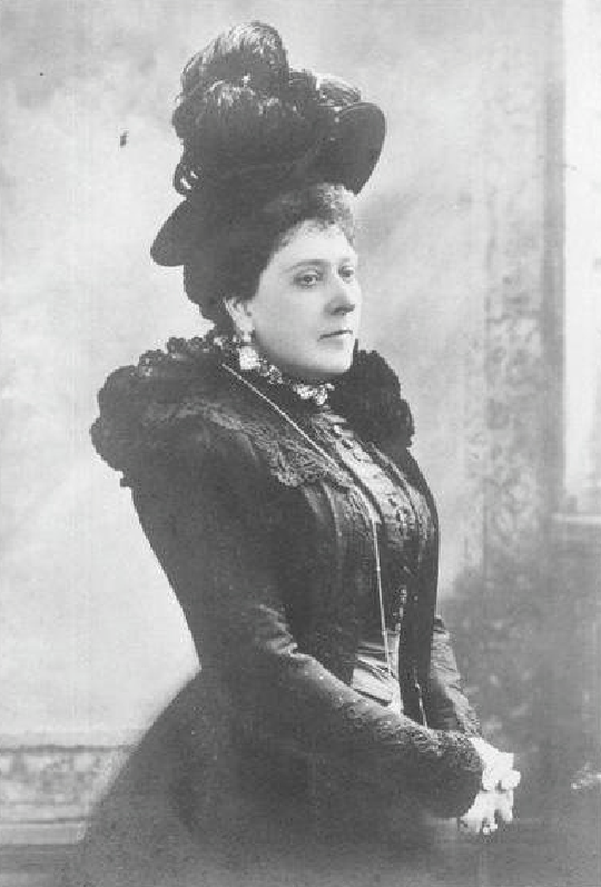 Princess Beatrice wearing a feathered hat detint