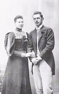 Princess Louise, née Denmark, and Prince Friedrich of Schaumburg-Lippe From forum.alexanderpalace.org:index.php?topic=1535.120 Posted by kmerov on 2 May 2009 vis pinterest.com:hansatingsuwan:royals-fiancée-engagement: trimmed X 1.5 cropped