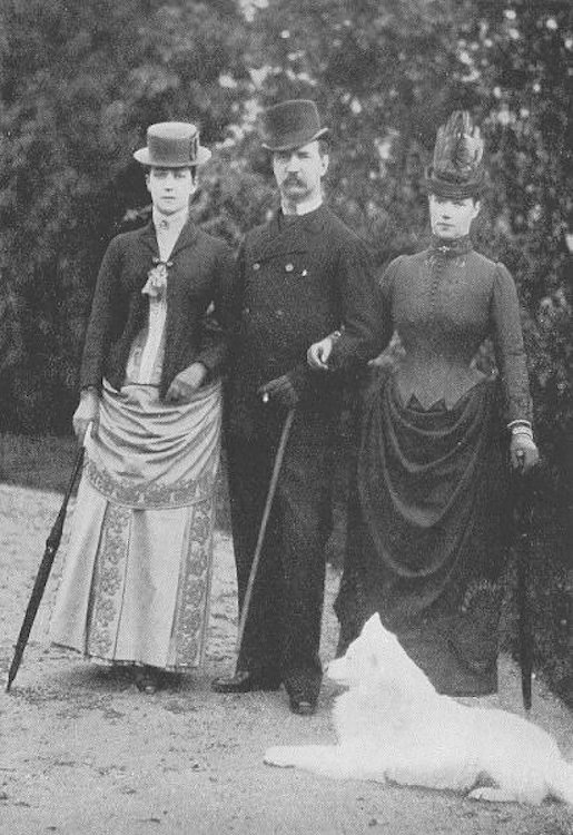 Queen Alexandra of England, King George I of Greece and Tsarina Marie Feodorovna of Russia thefirstwaltz.tumblr.com/tagged/queen-alexandra-of-england/chrono