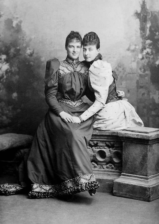 Queen Amelia of Portugal and sister, Princess Helene, later duchess of Aosta From pinterest.com/juliawettin/savoy/ despot detint