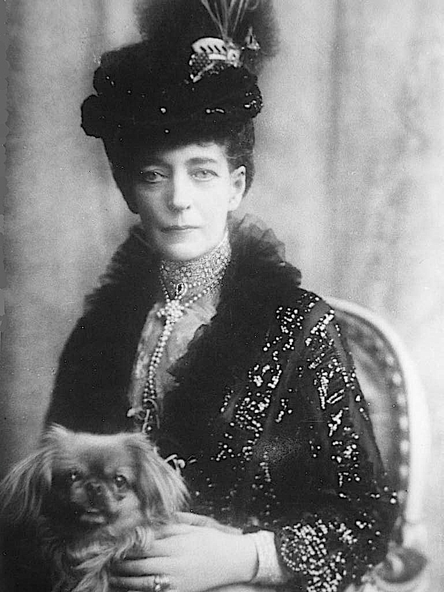 Queen Alexandra in day dress holding small dog APFxroyal_netherlands 11Mar06 detint Photoshopped upper part of lt edge