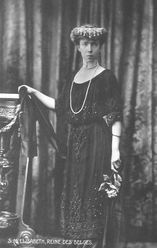 Queen Elisabeth of Belgium wearing a flipped tiara and a dark dress ATRxconraad 13Feb10