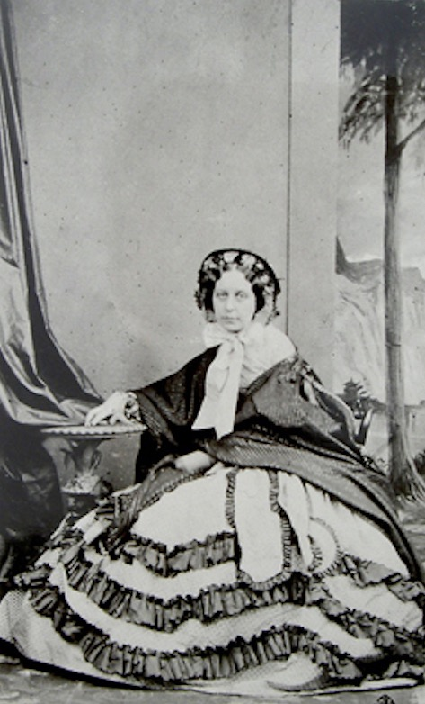 Seated Adeline Helbert, dame noble of queen Marie-Louise by Southwell From porges.net/FamilyTreesBiographies/PorgesWeisweiller.html X 2 detint