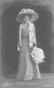 Victoria Luise big hat